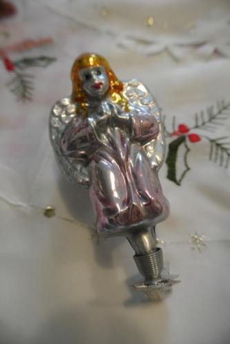 Oude kerstballen oude kerstversiering engel op clip knijper