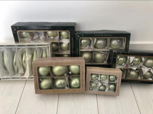 35 kerstballen groen