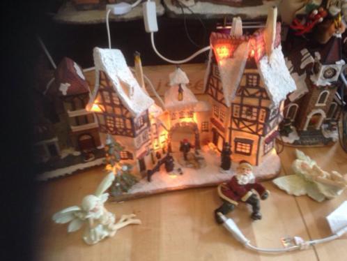 Vijfdelig kerstdorp met verlichting in het groot