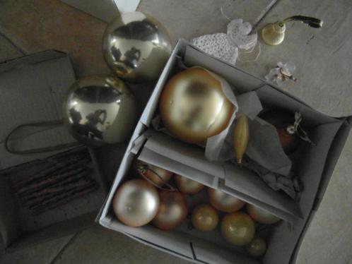 kerstballen goud kleur zie foto ongeveer 20 stuks en staafje