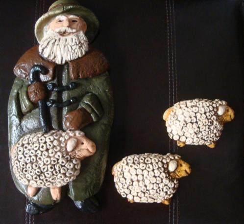Gipsen herder met schapen kerst