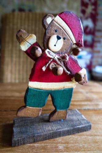 houten kerstman beer met belletjes