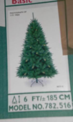 kerstboom van 185 met ballen en piek.