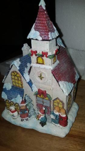Kersthuisje kerk met glitters