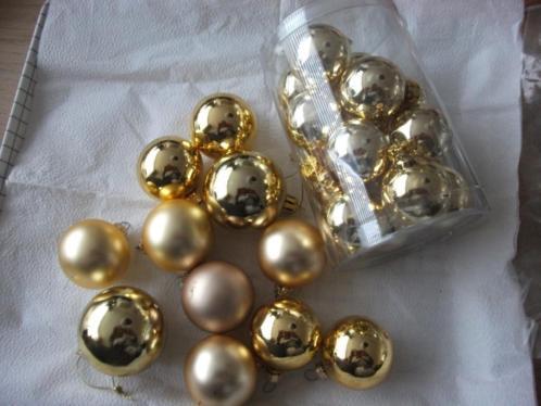 11 goud kleurige ballen doosje met 15 ballen