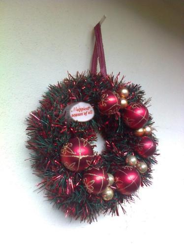 Kerstkrans/kerst krans gouden ballen rode kerst decoratie.