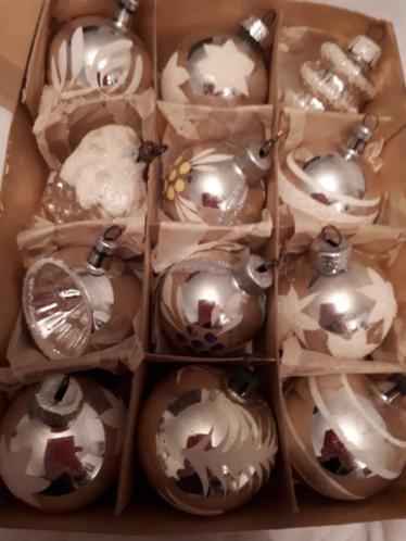 12 oude kerstballen van glas zilver