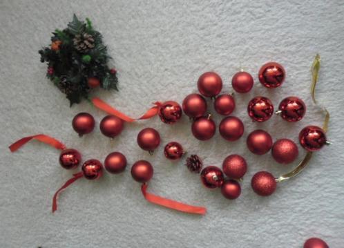 rode /goudkleurige e.a. Kerstballen, Kersttreintje, engelen