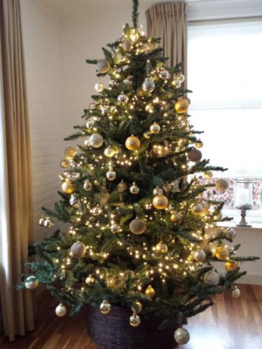 Mooie grote kunst kerstboom 225cm, met voet en kerstboomvoet