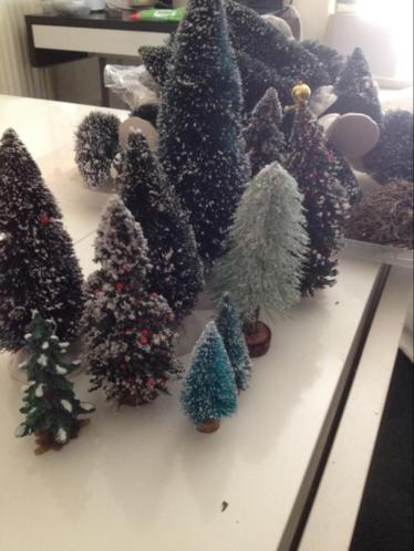 Kerstboompjes voor kerstdorp of winterlandschap