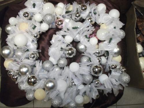 Kerstballen Guirlande Deluxe 250 cm(wit)kerst ballen slinger