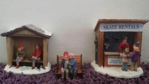 Lemax schaats huisjes voor bij de schhatsbaan