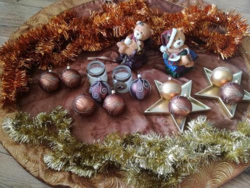 Kerstboom met kerstspullen