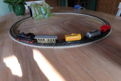 Kerst treintje met tunnel en wagonnetjes