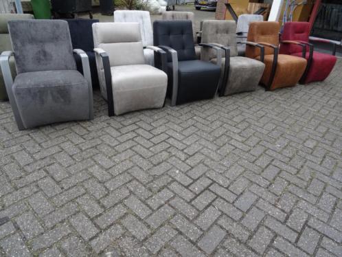 Nieuwe fauteuils met metalen armleuning en binnenvering!