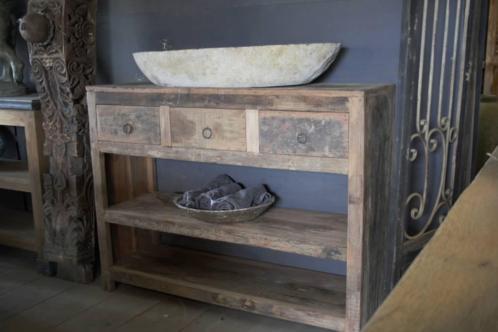 Stoere oude houten dressoir/badkamermeubel