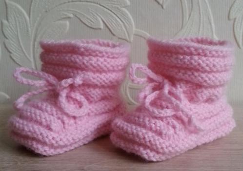 Roze Babybooties, handgebreid, maat 0-3 maanden