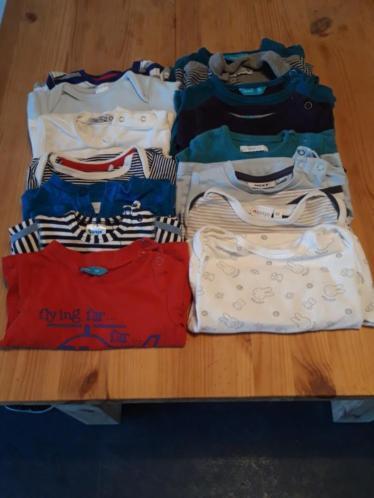 Groot pakket jongens kleding 50/56