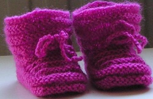 Baby Booties 0-3 m., kleur cerise, handgebreide slofjes