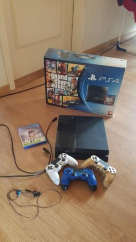 Playstation 4 + 2 v2 controllers (lees beschrijving)