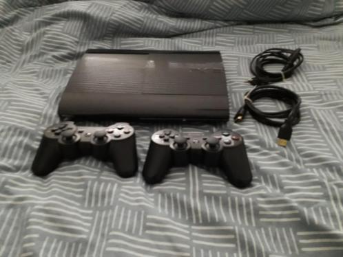 PS3 Superslim 465GB met 2 controllers en games