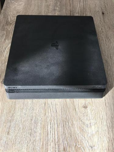 Playstation 4 slim 500 GB + Games