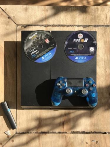 Playstation 4 + controller + 2 games