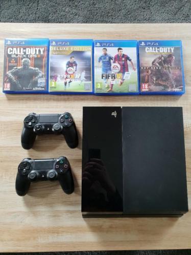 500 GB PS4 met controllers, games en meer