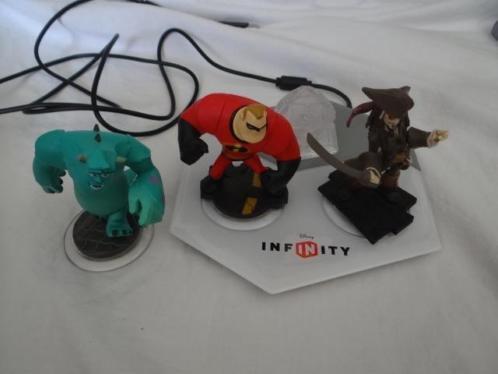 4 disney infinity poppetjes+ station De poppetjes + station
