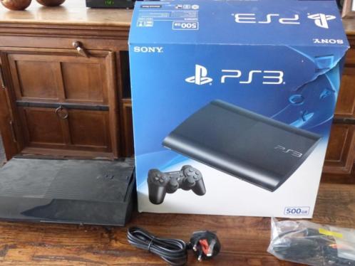 PS3 500 GB met 2 controllers en veel spellen