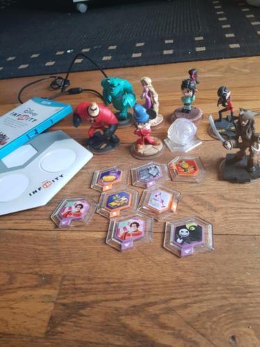 Disney Infinity Wii U met 8 popjes