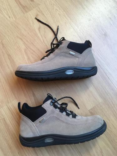 Beige suede schoenen - maat 39 (UK 6)